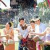 Tham gia lễ hội té nước ở Thái Lan