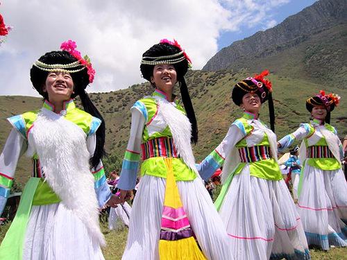 Các cô gái trong bộ tộc Mosuo