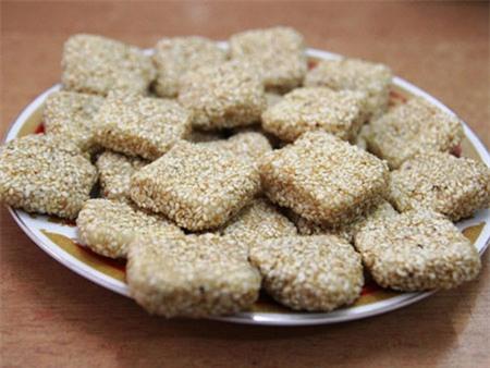 Bánh khô mè Cầm Lệ
