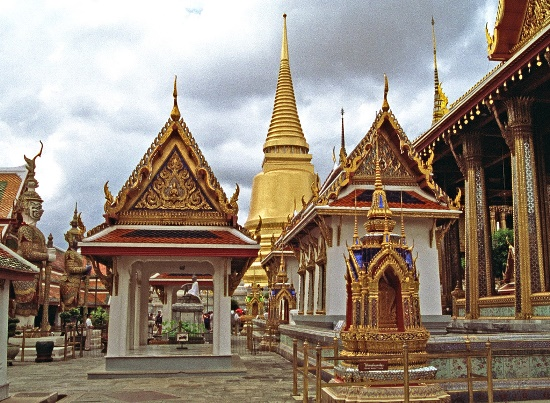 Đền Wat Phra Kaew- một trong những ngôi đền ở Bangkok in trên đồng xu Thái Lan