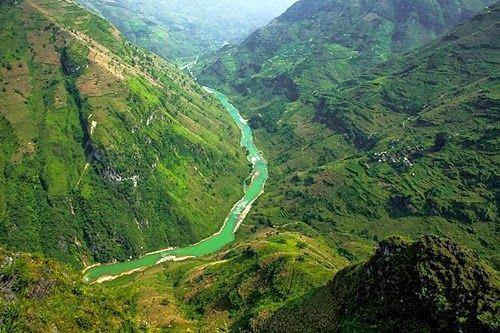 Vẻ đẹp sông Nho Quế nhìn từ đỉnh đèo Mã Pì Lèng